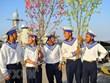 向DK 1海上高脚屋和昆岛县战士和居民送去春节温暖
