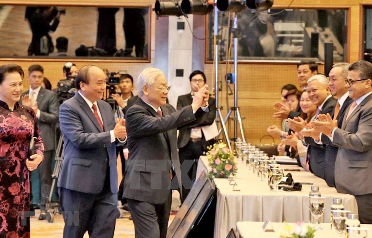 越共中央总书记、国家主席阮富仲、越南政府总理阮春福和越南国会主席阮氏金银出席第37届东盟峰会。图自越通社