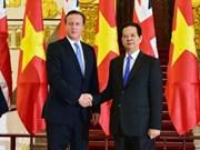 越南政府总理阮晋勇同英国首相卡梅伦举行会谈