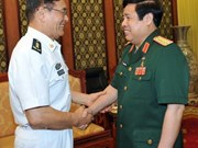 越南国防部长冯光青会见中国国防部代表团