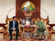 老挝国会主席高度评价越老国会办公厅之间的合作成果