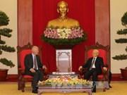 越共中央总书记阮富仲会见欧盟常驻越南代表团团长法兰兹•叶森大使