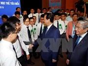 越南政府总理阮晋勇会见70名典范越南青年科学家
