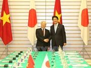 越共中央总书记阮富仲与日本首相安倍晋三举行会谈