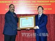 世界宣明会前驻越首席代表荣获友谊勋章
