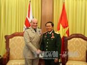 越南人民军队总参谋长杜伯巳大将会见英国副总参谋长
