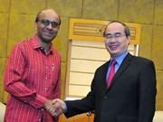 越南祖国阵线委员会主席阮善仁会见新加坡副总理尚达曼