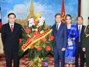 黎淮忠副外长前往老挝驻越大使馆庆祝老挝国庆40周年