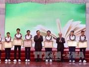 越南国会主席阮生雄出席2015年优秀学生表彰大会
