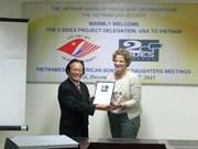 美国阵亡军人和退伍军人子女协助协会代表团访问越南