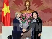 越南国会副主席阮氏金银会见法国国民议会外交委员会主席伊丽莎白•吉古