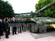 越南祖国阵线中央委员会主席阮善仁走访越南军事历史博物馆