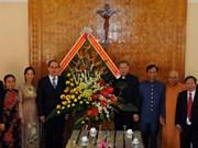 越南祖国阵线中央委员会走访慰问崑嵩省总教区神职人员