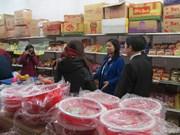 河内市劳动联合会为劳动者举行越南货展销会