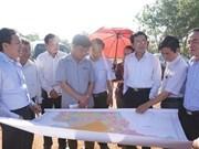 越南国会经济委员会代表视察龙城国际航空港建设项目