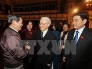 越南党和国家领导人出席河内市历届国会代表见面会