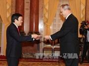 越南国家主席张晋创分别会见科威特和德国新任驻越南大使