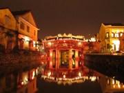广南省会安市处处都洋溢着喜迎2016丙申年春节的热闹气氛