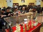 近千件珍贵古董亮相越南南定省古董展会暨拍卖会