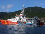 越南海警成功营救在黄沙渔场遇险的22名渔民