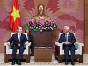 国会副主席汪周刘会见阿塞拜疆司法部部长菲科拉特·马门多夫