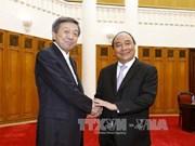 越南政府副总理阮春福会见日本经济产业省大臣林干雄