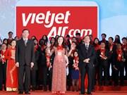 越捷航空公司荣获最受欢迎航空公司奖及越南品牌100强奖