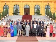 越南国家副主席邓氏玉盛会见武阿丁助学基金会代表团