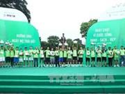 """越通社工作人员积极参加""""2016年为绿色生活跑步""""活动"""