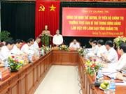 越共中央书记处常务书记丁世兄在广治省调研
