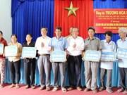 越南赞助商向隆安省赞助6亿越盾用于兴建农村桥梁