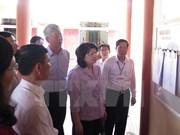 国家副主席邓氏玉盛视察南定和太平两省选举准备工作