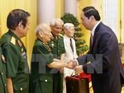 陈大光主席会见援老挝越南志愿军老指战员和老军事专家联络委员会代表