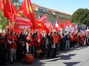 捷克媒体报道关于旅捷越南人举行游行示威反对中国加强在东海军事化的信息