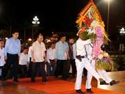越南政府总理阮春福敬献花篮 缅怀胡志明主席