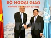 越南外长范平明同联合国常务副秘书长扬•埃利亚松会谈
