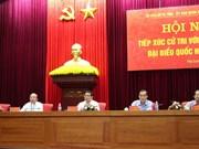越南第十四届国会代表候选人会见接触广宁省选民