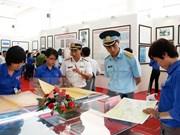 """""""黄沙群岛和长沙群岛归属越南:历史证据和法律依据""""地图资料展在芒碑举行"""