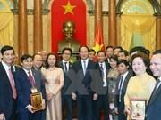 越南国家主席陈大光会见国内企业家代表