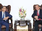 越南政府副总理张和平会见日本驻越南大使大岛浩