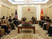 越南国防部领导人会见国际客人
