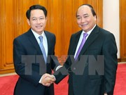 越南政府总理阮春福会见老挝外长