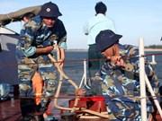 全力搜救越南CaSa-212飞机和苏-30MK2歼击机飞行员