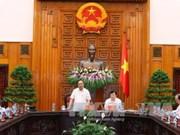越南政府总理阮春福同槟枷省领导举行工作会议