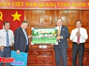 加拿大金融企业希望向越南平福省企业提供金融服务
