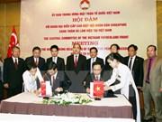 越南与新加坡加强合作关系