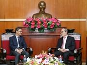 越南祖国阵线中央委员会主席阮善仁会见老挝新任驻越大使