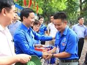 """越南首都青年在老挝首都展开""""携手青春共建友谊""""志愿服务活动"""