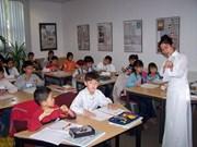 加强海外越南人的越南语教学工作