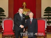 越共中央总书记阮富仲会见斯洛伐克总理罗伯特•菲乔
